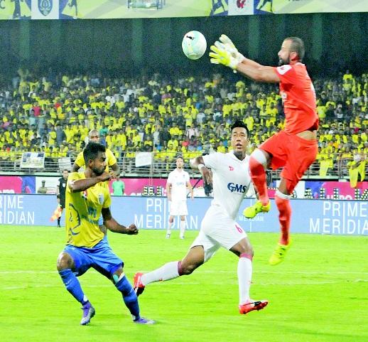 കളിച്ചു; ജയിച്ചില്ല: കേരള ബ്ലാസ്റ്റേഴ്സ്-ഡല്ഹി ഡൈനാമോസ് 0-0