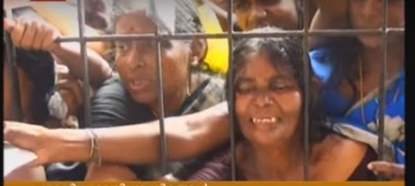 റേഷന്കാര്ഡ് പുന:ക്രമീകരണം; നെയ്യാറ്റിന്കരയില് സ്ത്രീകള് കുഴഞ്ഞുവീണു