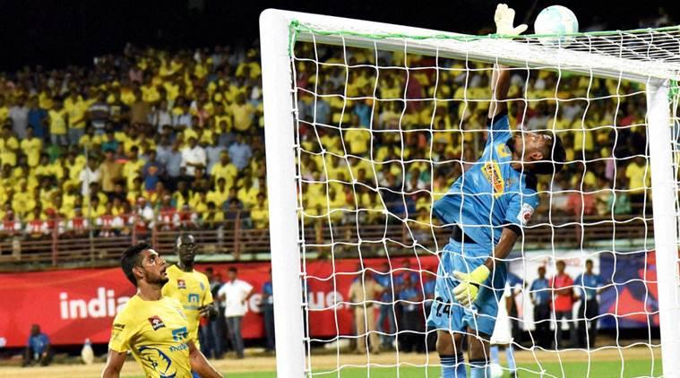 ആദ്യ ജയത്തിനായി ബ്ലാസ്റ്റേഴ്സ്; ആദ്യ പകുതി സമനിലയില് 0-0