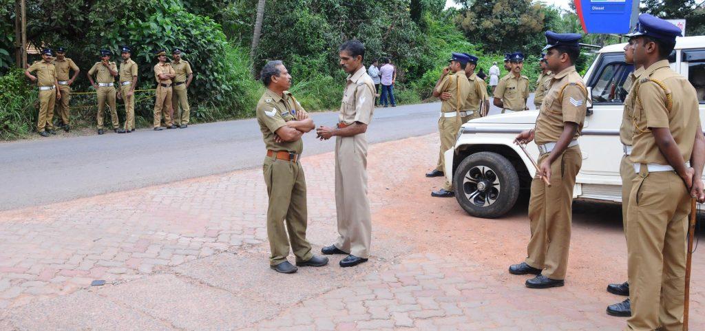 pinarayi-kolapathakam-nadanna-sthalathe-police-and-adgp-sudhesh-kumar-team-police-1