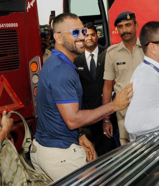 team-india-arrives-in-ranchi_7b13e102-9abf-11e6-a472-803c9c62b420