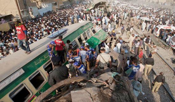 പാകിസ്താനില് ട്രെയിനുകള് കൂട്ടിയിടിച്ച് 20 മരണം