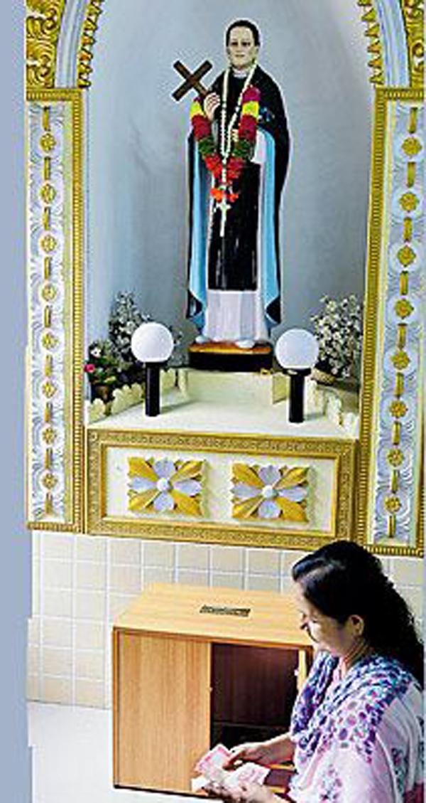 ചില്ലറയില്ലാതെ ജനം; നിത്യച്ചെലവിന് നേര്ച്ചപ്പെട്ടി തുറന്ന് കൊടുത്ത് പള്ളി