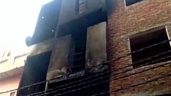 ഉത്തര്പ്രദേശില് വസ്ത്രനിര്മ്മാണ ശാലയില് തീപിടിച്ച് 12പേര് മരിച്ചു