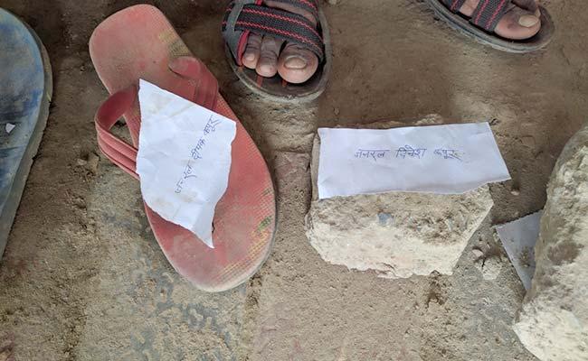 varanasi-slippers-queue_650x400_61479018219