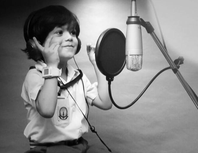 പൂമരം പാട്ട് വൈറലായി; കൊച്ചു സിഫ്രാനെ നേരിട്ട് കേള്ക്കാന്  സംവിധായകനെത്തുന്നു