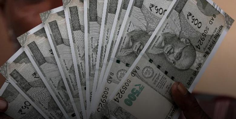 കോഴിക്കോട് റെയില്വെ ട്രാക്കില് പുതിയ 500ന്റെ നോട്ടുകള്