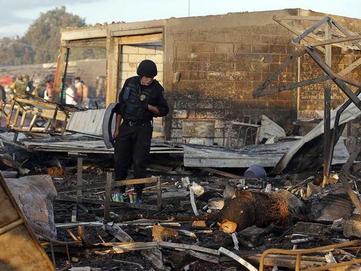 636178596107294082-ap-mexico-fireworks-explosion