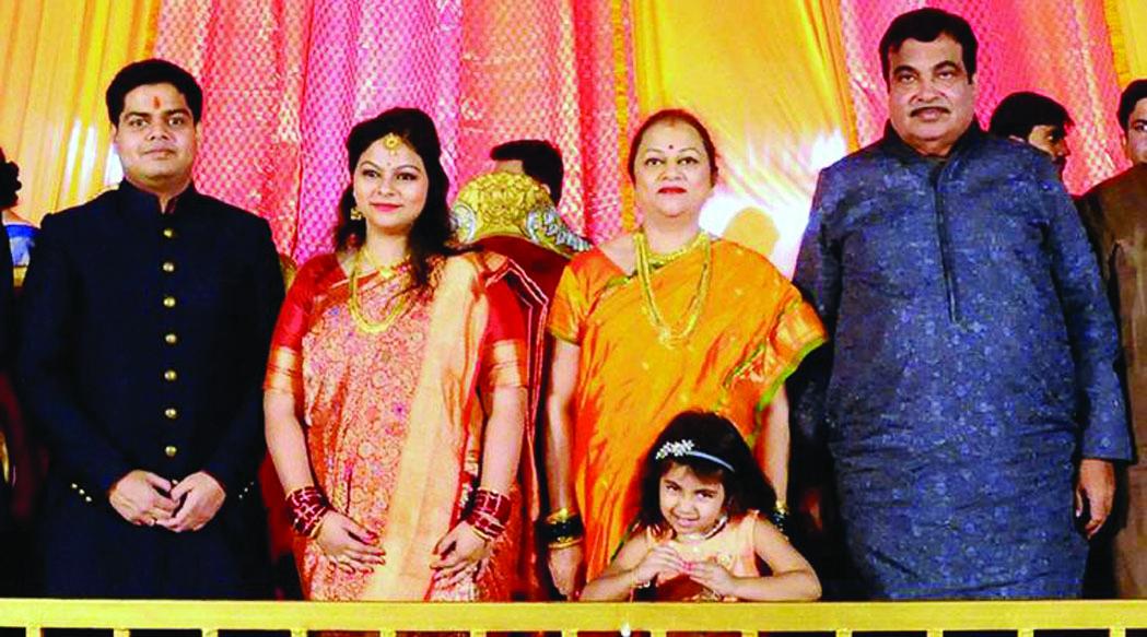 നാട്ടില് നോട്ടില്ല; ഗഡ്കരിയുടെ മകളുടെ  വിവാഹത്തിന് 50 ചാര്ട്ടേഡ് വിമാനങ്ങള്