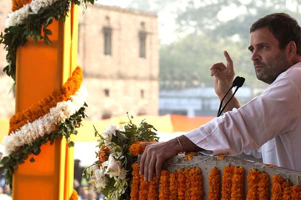 'മോദി ബോംബിട്ടത് സാധാരണക്കാരുടെ മേല്; ഒളിച്ചോടാന് അനുവദിക്കില്ല' – രാഹുല് ഗാന്ധി