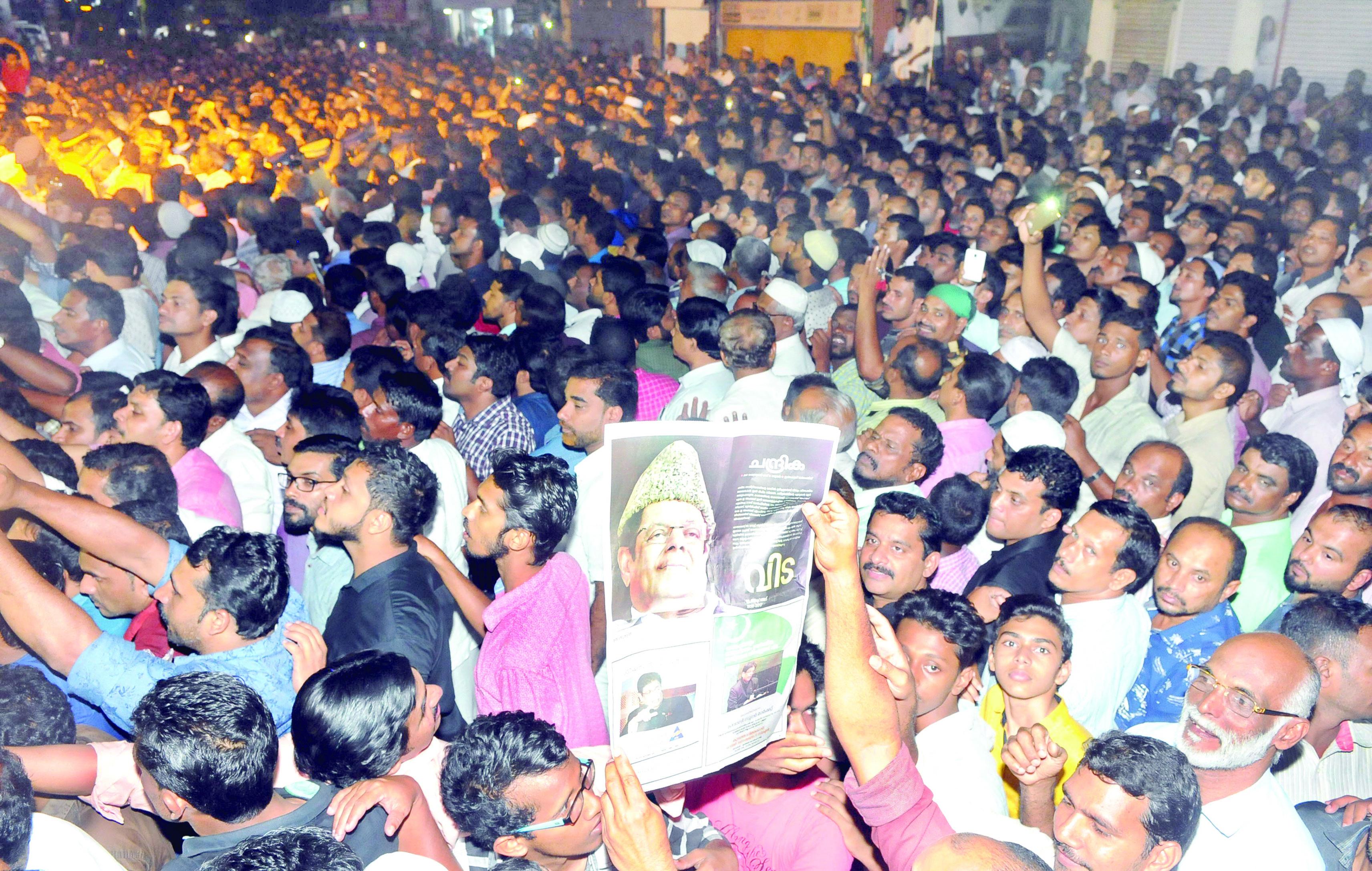 നിറകണ്ണീര് തൂവി പാര്ട്ടി ആസ്ഥാനം
