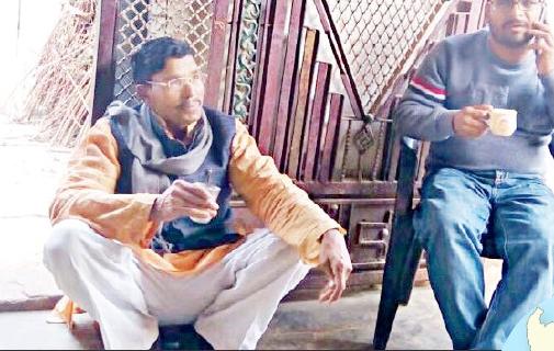 ബിജെപിയുടെ ദളിത് സ്ഥാനാര്ത്ഥിക്ക് മേല്ജാതിക്കാരുടെ വീട്ടില് ഇരിപ്പിടം താഴെ