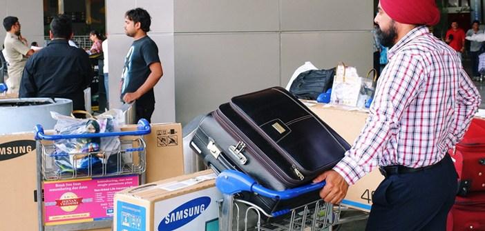 india-airport-traveller