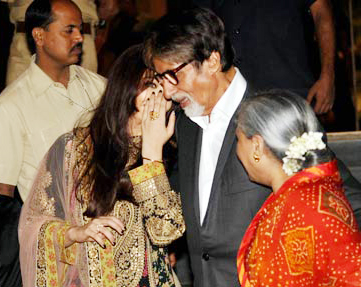 Indian Bollywood actress Aishwarya Rai Bachchan (2L) talks with her father-in-law and Bollywood actor Amitabh Bachchan (2R) alongside her mother Vrinda Rai (L) and mother-in-law Jaya Bhachchan (R) during a promotional event for the forthcoming film 'Kochadaiiyaan' in Mumbai on late March 30, 2014. AFP PHOTO/STR
