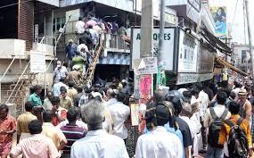 പാതയോരത്തെ മദ്യവില്പ്പന: ബിവറേജസ് കോര്പ്പറേഷന് രൂക്ഷ വിമര്ശം