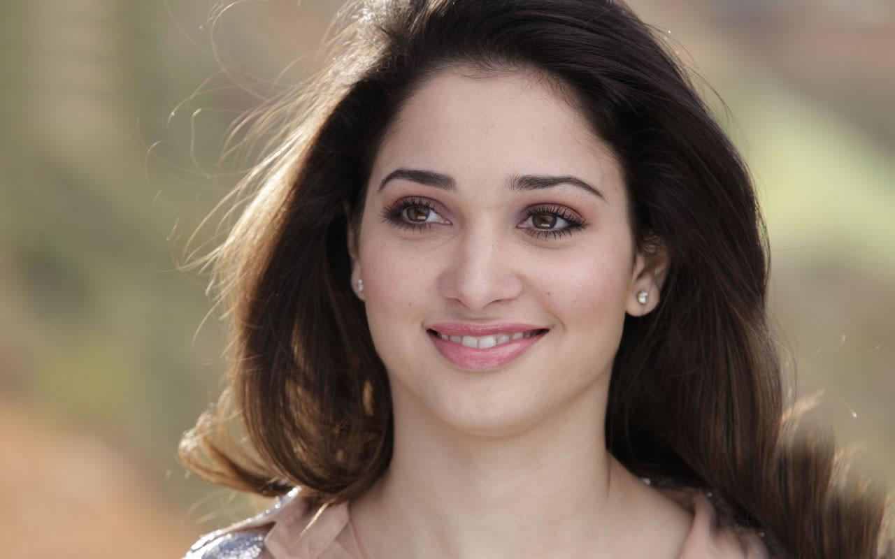 tamanna-bhatia-face-closeup-south-indian-actress-rare-picture_1456651904