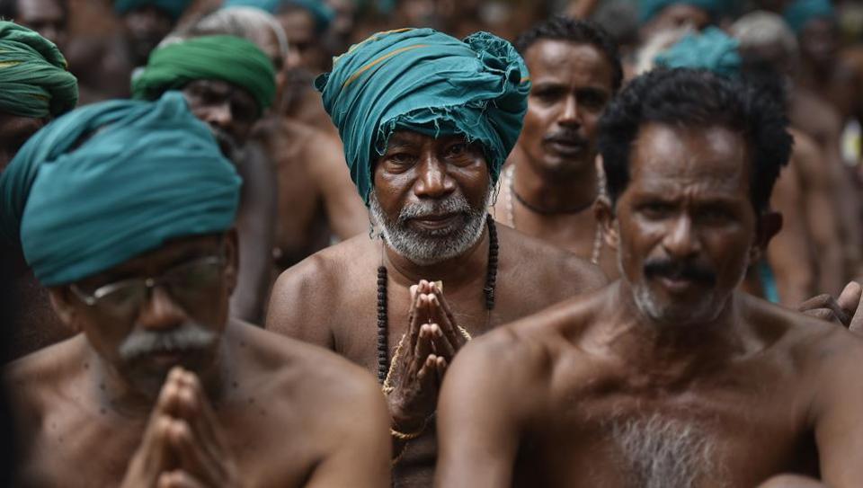 ഡല്ഹിയില് വ്യത്യസ്ഥ  സമരവുമായി തമിഴ്കര്ഷകര്
