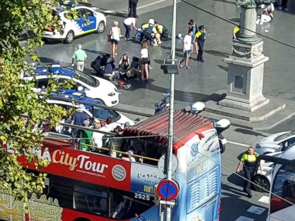 barcelona-van-crowd-incident-ht-jef-170817_4x3_992