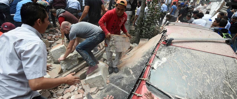 170919-mexico-earthquake-aftermath-ac-707p_111b2add9df89f2a73296a873a54fce0-nbcnews-fp-1240-520