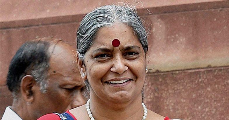 സിപിഐ നേതാവ് ആനി രാജയെ ഡല്ഹിയില് വളഞ്ഞിട്ട് മര്ദ്ദിച്ചു