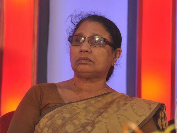 ഹാദിയ: മഹാരാജാസില് എം.സി ജോസഫൈനു നേരെ അപ്രതീക്ഷിത പ്രതിഷേധം
