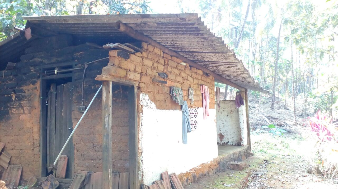 പുല്ലൂരാംപാറ ഉരുള്പൊട്ടലില് മരിച്ച കുട്ടിയുടെ കുടുംബത്തിന് ജപ്തി നോട്ടീസ്