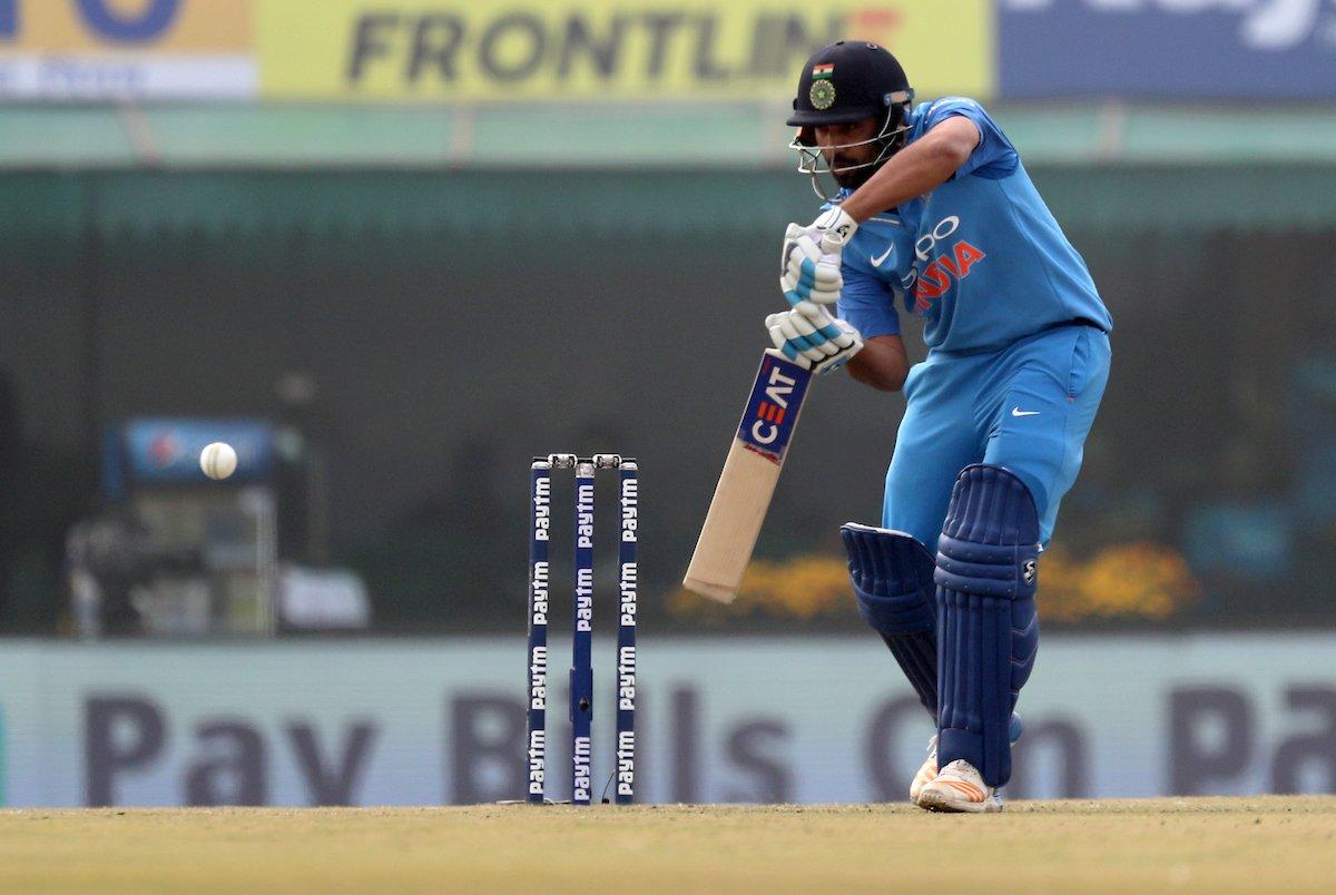 മൊഹാലി ഏകദിനം: ഇന്ത്യ മികച്ച നിലയില്; ധവാന്റെ വിക്കറ്റ് നഷ്ടമായി( 156-1)