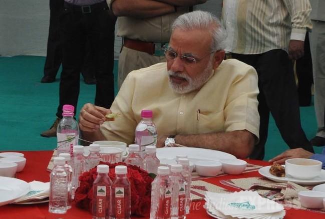 മോദി സ്വിറ്റ്സര്ലന്റിലെത്തിയത് 32 പാചകക്കാരും 1000 കിലോ സുഗന്ധ വ്യഞ്ജനങ്ങളുമായി