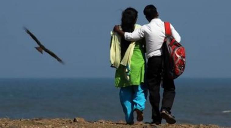 വാലന്റൈന് ദിനത്തില് ഹിന്ദുത്വവാദികളുടെ  അഴിഞ്ഞാട്ടം
