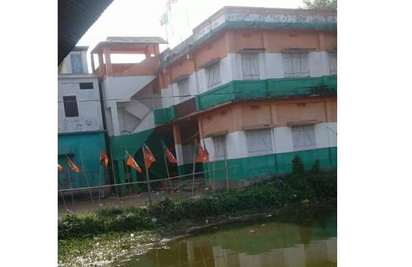 ത്രിപുരയില് കോണ്ഗ്രസ് ആസ്ഥാനങ്ങള്ക്ക് നേരെയും സംഘപരിവാര് ആക്രമണം