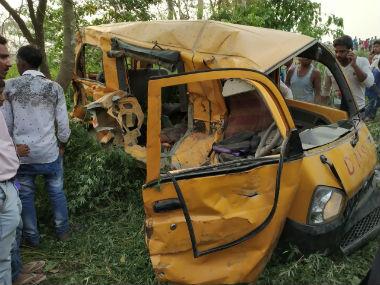 ആളില്ലാ ലെവല്ക്രോസില് സ്കൂള് ബസ്സില് ട്രെയിനിടിച്ച് 13 കുട്ടികള് മരിച്ചു
