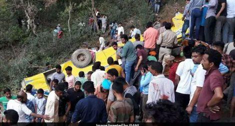സ്കൂള് ബസ് കൊക്കയിലേക്ക് മറിഞ്ഞ് 27 മരണം; രക്ഷാപ്രവര്ത്തനം പുരോഗമിക്കുന്നു