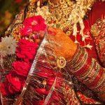 വിവാഹപന്തലില് യുവതിക്കു സിനിമാസ്റ്റൈലില് മാല ചാര്ത്തി; കാമുകന് ബന്ധുക്കളുടെ മര്ദനം