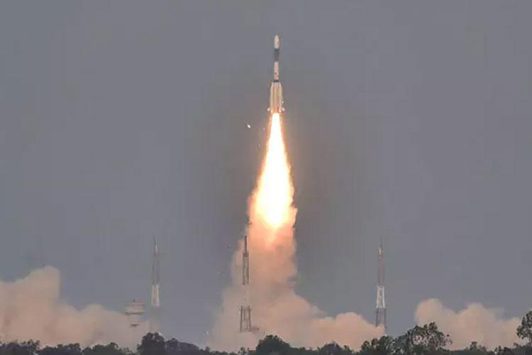 ഐഎസ്ആര്ഒയ്ക്ക് തിരിച്ചടി; ജിസാറ്റ് 6 എ ഉപഗ്രഹത്തില് നിന്ന് സിഗ്നലുകള് ലഭിക്കുന്നില്ല