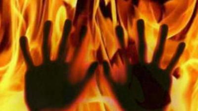 ഫോണ് നമ്പര് നല്കാന് വിസമ്മതിച്ച ദളിത് പെണ്കുട്ടിയെ മണ്ണെണ്ണ ഒഴിച്ച് കത്തിച്ചു