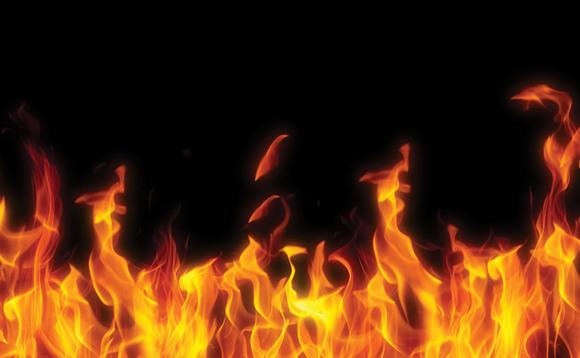 റേഷന് കാര്ഡ് മാറ്റിക്കൊടുത്തില്ല; സപ്ലൈ ഓഫീസില് പെട്രോളൊഴിച്ച് ആത്മഹത്യാ ശ്രമം