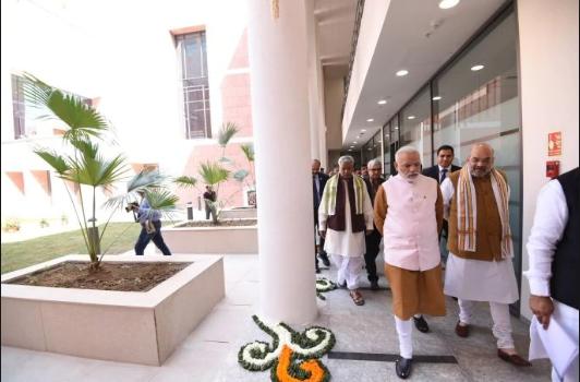 പൂരപ്പറമ്പായി കോണ്ഗ്രസ് ആസ്ഥാനം; ബി.ജെ.പി ഓഫീസ് ശോകമൂകം