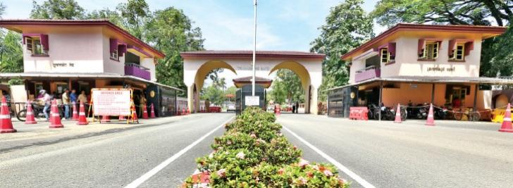 കൊച്ചി നാവികസേനാ ആസ്ഥാനത്ത് ഹെലിക്കോപ്റ്റര് ഹാങ്ങര് തകര്ന്ന് രണ്ട് നാവികര് മരിച്ചു