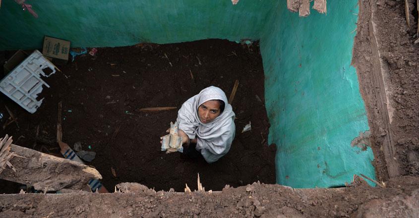 കശ്മീരില് പാക് ഷെല്ലാക്രമണം: അമ്മയും രണ്ട് മക്കളും കൊല്ലപ്പെട്ടു
