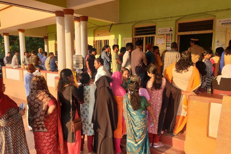 കളമശ്ശേരി റീ പോളിങ്; ആദ്യ അഞ്ചു  മണിക്കൂറില് 49.9% പോളിങ്