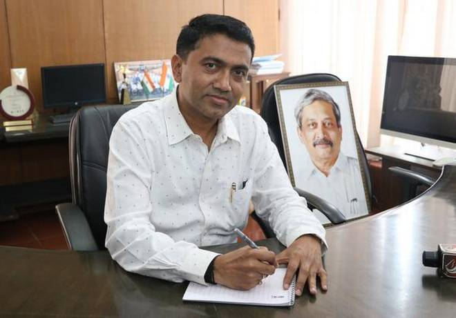 ഗോവയില് നാല് മന്ത്രിമാരോട് രാജി വെക്കാന് മുഖ്യമന്ത്രിയുടെ നിര്ദേശം, കോണ്ഗ്രസ് വിട്ടു വന്നവരെ തല്സ്ഥാനത്ത് നിയമിക്കും