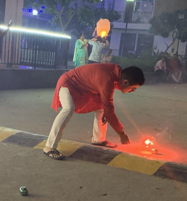 ദീപാവലി: ഡല്ഹിയില് അന്തരീക്ഷ മലിനീകരണം രൂക്ഷം; അഞ്ചുവര്ഷത്തേക്കാള് കുറവെന്ന് കെജ്രിവാള്